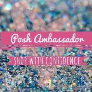 Shop with Confidence, I'm a Poshmark Ambassador!🌟